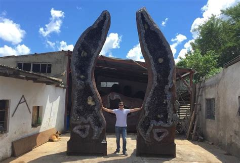 What is the largest geode in the world? - FossilEra